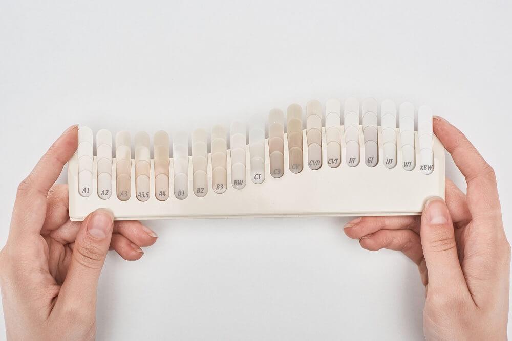 Bleaching Streifen können sich gut eignen, um die Zähne um kleine Nuancen aufzuhellen